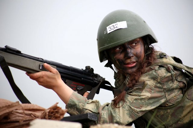 Turkey's first woman non-commissioned officer in commando training