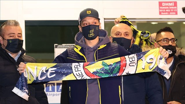 Mesut Ozil on his way to complete Fenerbahce move